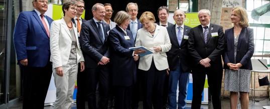 RNE überreicht Bericht an Bundeskanzlerin Merkel